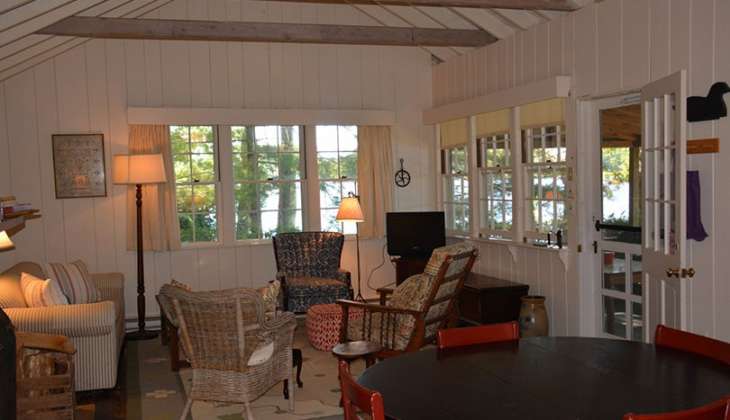 Living and dining room porch