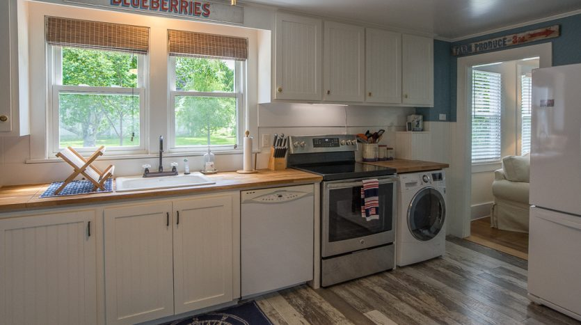 Roomy kitchen with all new appliances