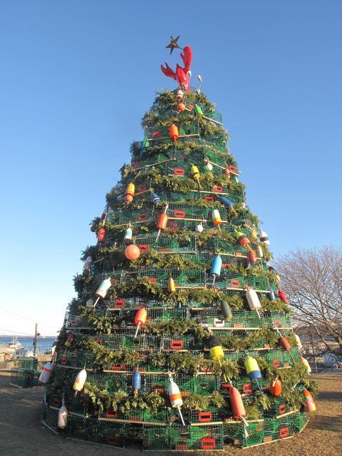 Santa arrives by boat, and other Midcoast Maine holiday activities - Camden Accommodations