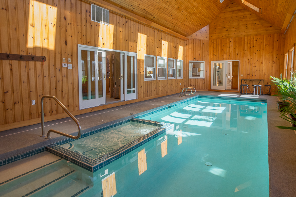 Blueberry Ridge Estate Heated Indoor Pool With Hot Tub