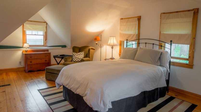 Queen bed and seating
