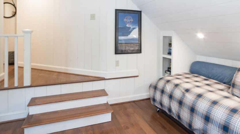 Twin bed in nook