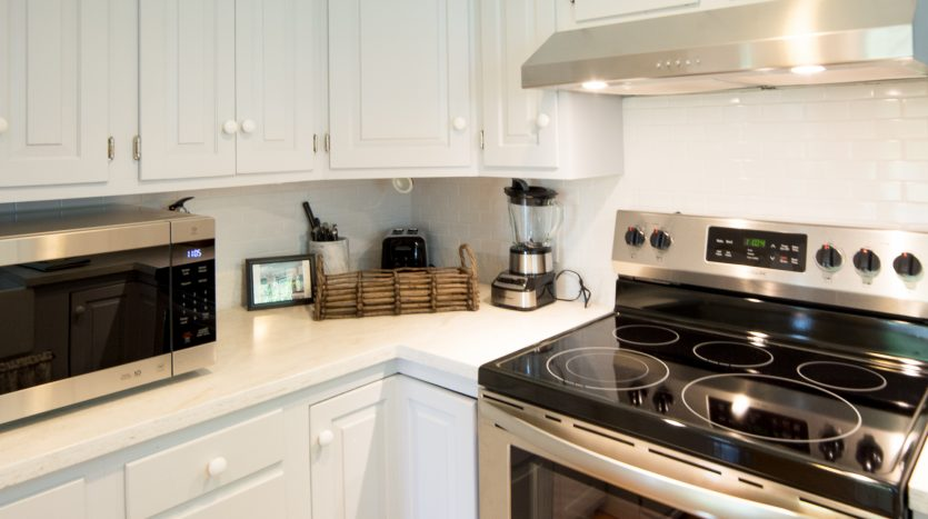Well-equipped with dishes, cookware and small appliances